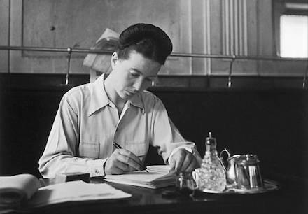 Simone De Beauvoir foto di Robert Doisneau