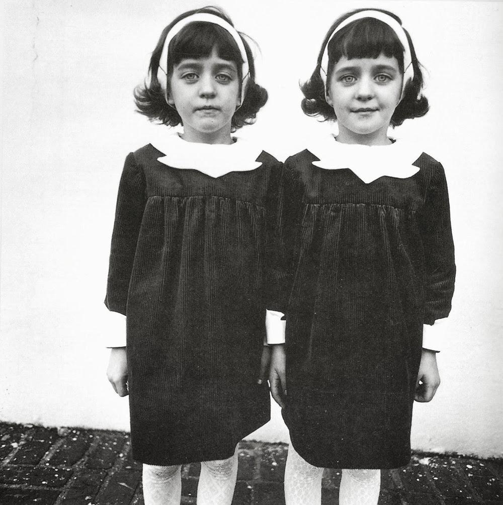 Diane Arbus ritratto a bambine gemelle
