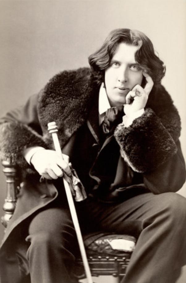 Oscar Wilde ritratto dandy con bastone