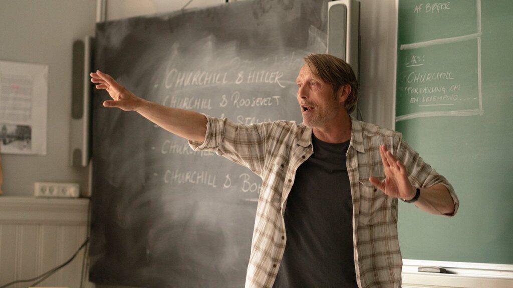 Mads Mikkelsen in un altro giro di Vinterberg nell'aula con gli studenti