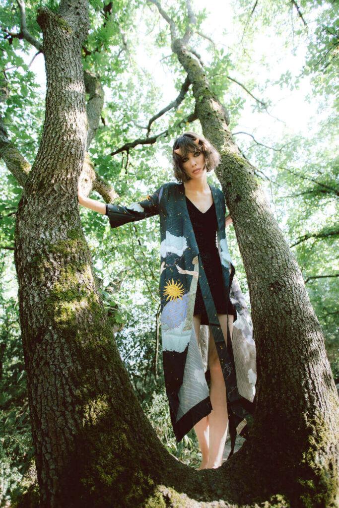 Casa lucina modella nel bosco fashion editorial